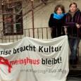 """<a href=""""http://www.amerlinghaus.at/"""">Kulturzentrum Spittelberg im Amerlinghaus</a> <a href=""""http://www.amerlinghaus.at/data/Jingle%20Amerlinghaus.mp3"""">Zum Aktionstag und zu den aktuellen Kämpfen zum Amerlinghaus</a>(akustisch) <a href=""""https://www.facebook.com/events/500734353469592/"""">A-Haus-bleibt! zum Verwenden, Teilen,… und hashtag #amerlinghausbleibt verwenden</a> Bitte verlangt im Rathaus, dass das Kulturzentrum Amerlinghaus ausreichend finanziert wird!  <a href=""""mailto:michael.haeupl@wien.gv.at"""">michael.haeupl@wien.gv.at</a>"""