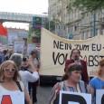 """[Video]    Organisiert von der Solidar-Werkstatt in Protest, dass das österreichische Parlament eine solche zentrale Frage mit einfacherMehrheit über die Köpfe der Bevölkerungsmehrheit beschlossen werden soll. Die Hauptforderung ist """"Volksabstimmung""""!"""