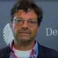 """Diether Dehm gilt als ausgesprochener Anhänger von Sahra Wagenknechts Politik. Nun soll er einen afrikanischen Flüchtling nach Deutschland """"verbracht"""" (Die Welt) haben. Einige Medien und die AfD zürnen.Der Abgeordnete erklärt im Telefoninterview mit Weltnetz.tv seine Motive."""