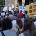 """Let them stay  Plattform für eine menschliche Asylpolitik – Demonstration: Let Them Stay! Lasst Sie Bleiben! Bei der """"Demonstration gegen Abschiebung"""" sind rund 1.400 Menschen über die Mariahilfer Straße und den Ring marschiert."""