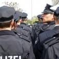 """Veröffentlicht am 24.01.2014  Polizei, Demokratie, Gefahrengebiet — Interview mit kritischen Polizisten Mehr zum Thema lesen auf Politropolis.de:<a title=""""http://wp.me/p2mHZ8-3kS"""" dir=""""ltr"""" href=""""http://wp.me/p2mHZ8-3kS"""" rel=""""nofollow"""" target=""""_blank"""">http://wp.me/p2mHZ8-3kS</a> Nach zahlreichen friedlichen Protesten in der Adventszeit ist es am 21. Dezember zu den schwersten Ausschreitungen der letzten Jahrzehnte in Hamburg gekommen, welche nun im Rückblick äußerst unterschiedlich wahrgenommen und bewertet werden. Am 5. Januar 2014 hat ein Bundesverband von Polizisten, die sogenannten """"Kritischen Polizisten"""", eine [...]"""