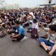 Inhalt– Nieder mit der Präsidentin Park Geun Hye!  KCTU (The Korean Confederation of Trade Unions) kämpft für Generalstreik.  Und tatsächlich haben am 24. April 270,000 ArbeiterInnen zum Streik aufgestanden.  KCTU bereitet jetzt entschieden dafür vor, die zweite Welle des Generalstreiks im Juni zu verwirklichen, die weit mächtiger sein wird als die erste.  In solidarity! Tigermann