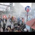 """Çapul TV muhabiri Murat Karadeniz saldırı anında oradaydı. Görüntüler yoruma gerek bırakmıyor <a href=""""http://capul.tv/berkin-elvanin-cenazesine-ilk-saldiri-12-03-2014/""""></a>Yüz binler Berkin'i uğurlamak için """"Hırsız, katil Erdoğan"""" sloganlarıyla Okmeydanı'ndan Osmanbey'e yürüdü. Berkin'i uğurlamaya gelenlerin bir bölümü Feriköy mezarlığına cenaze töreni için yürürken binlerce kişi Berkin'i Taksim'de uğurlamak için Osmanbey Pangaltı'da törenin sonlanmasını beklemeye geçti. Taksim Dayanışması'nın aracı polisin çok sayıda TOMA, akrep ve yüzlerce çevik kuvvet polisiyle oluşturduğu barikatın önüne konuşlandı. An Open [...]"""