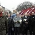 """Veröffentlicht am 14.10.2014  In der ukrainischen Hauptstadt Kiew ist es wàhrend einer Demonstration vor dem Parlament zu Ausschreitungen gekommen. Mutmaßliche Anhänger der nationalistischen Swoboda-Partei forderten unter anderem die offizielle Anerkennung von Mitgliedern einer Partisanengruppe aus dem zweiten Weltkrieg als Nationalhelden. Einen entsprechenden Gesetzentwurf hatte das ukrainische Parlament unmittelbar zuvor abgeschmettert. Im Laufe der Proteste attackierten offenbar mehrere Demonstranten zunächst die Siche… LESEN SIE MEHR:<a title=""""http://de.euronews.com/2014/10/14/krawalle-vor-parlament-in-kiew"""" dir=""""ltr"""" href=""""http://de.euronews.com/2014/10/14/krawalle-vor-parlament-in-kiew"""" rel=""""nofollow"""" target=""""_blank"""">http://de.euronews.com/2014/10/14/kra…</a>"""