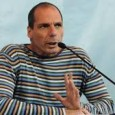 """Selten zuvor hat ein Politiker so offen Details aus Regierungsgesprächen ausgepludert. Yanis Varoufakis gefällt sich darin, Tabus zu brechen. Und sich an Wolfgang Schäuble zu reiben. Für die SWR/ARD-Dokumentation """"Schäuble – Macht und Ohnmacht"""" hat Stephan Lamby auch Griechenlands Ex-Finanzminister befragt. dbate.de zeigt eine Langfassung des Interviews. Was wurde wirklich besprochen, als sich Wolfgang Schäuble und Yanis Varoufakis im vergangenen März in Brüssel im kleinsten Kreis [...]"""