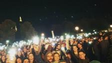 """[Video]     <a href=""""http://derstandard.at/2000023167422/Fluechtlings-Aktionstag-mit-Demo-und-Konzert"""">100.000 setzen in Wien Zeichen für Solidarität mit Flüchtlingen</a>  WIEN: 100 000 AUF DER SOLI-DEMO FÜR FLÜCHTLINGE    All Erwartungen wurden übertroffen: gut 100.000 TeilnehmerInnen zählte die gestrige (3.Oktober) Solidaritäts-Demo für Flüchtlinge in Wien. Ausgangspunkt war der Westbahnhof, es ging über die Mariahilferstraße, Ring bis zum Parlament. Um sich einen Begriff vom Umfang der Demo zu machen: ein Genosse, der an der Spitze der Demo marschierte und [...]"""