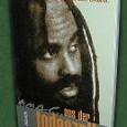 """<a href=""""http://www.labournetaustria.at/wordpress/wp-content/uploads/mumdeath1.jpg""""></a> Abu Jamals erstes Buch. Über seine """"Gratwanderung zwischen Leben und Tod"""" im Todestrakt; über das Massengefängnis- und Hinrichtungsjustizwesen in den USA. Aber auch über den Widerstandskampf dagegen duch solche AktivistInnen wie Malcom X, Huey Newton oder jene von MOVE. Und zuletzt über """"heiße Tage in Philly"""" …."""